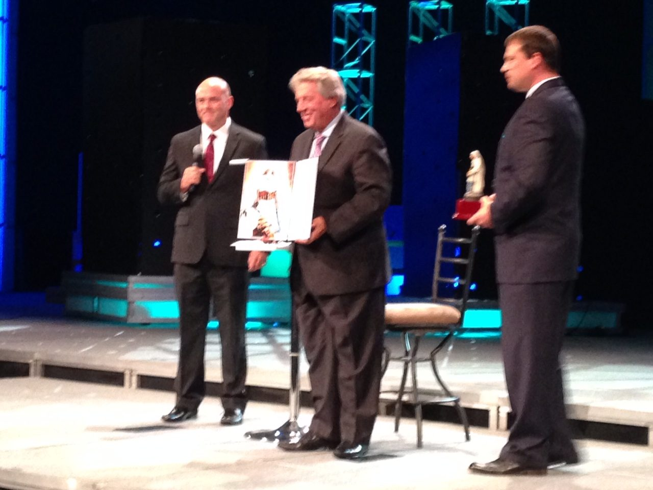John Maxwell receives the Mother Teresa Prize for Global Peace and Leadership at Lead Through Change in Asheville, NC
